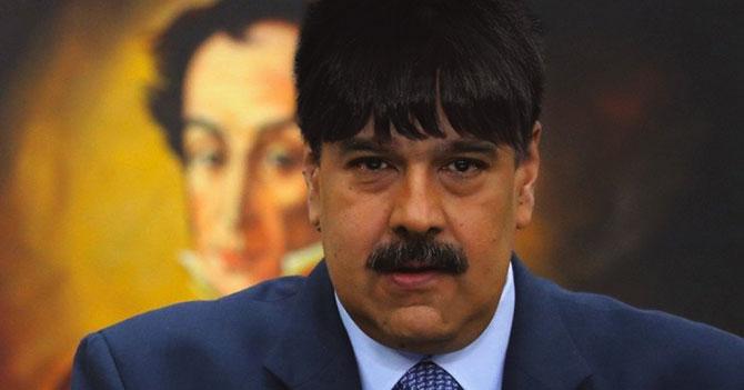 Maduro se deja pollina para superar su ruptura con Estados Unidos