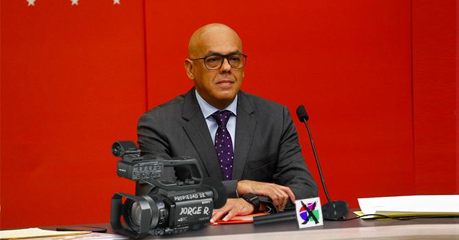 """Jorge Rodríguez desmiente que se haya robado equipos de Univisión: """"Mira, la cámara dice propiedad de Jorge R"""""""