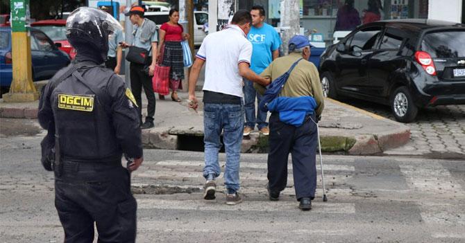 DGCIM detiene a joven que ayudó a abuelito cruzando la calle