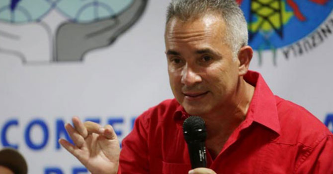 """Bernal denuncia que ayuda humanitaria incluye cosas """"incluso peores que las del CLAP"""""""