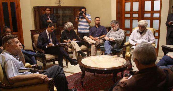 Exministros de Chávez le preguntan a Guaidó si puede crear unos 15 ministerios más