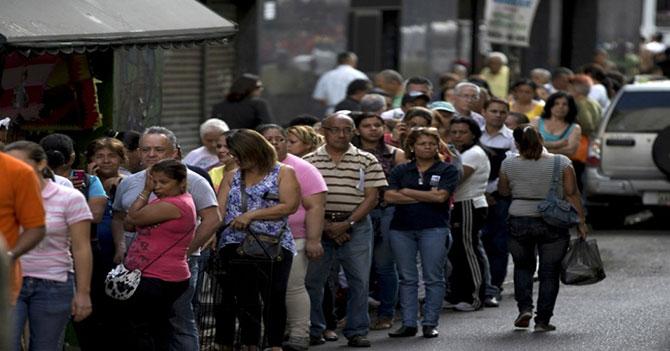 Usuarios reportan lento regreso a la normalidad de una dictadura miserable