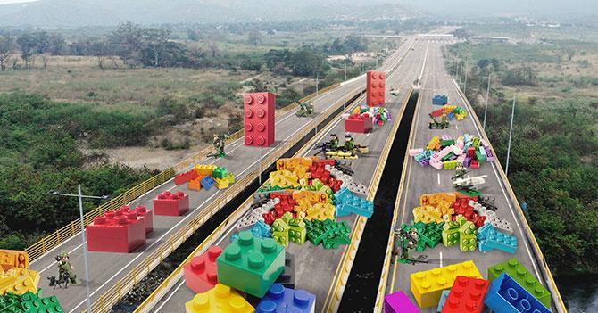 Maduro refuerza bloqueo del puente Las Tienditas con Legos