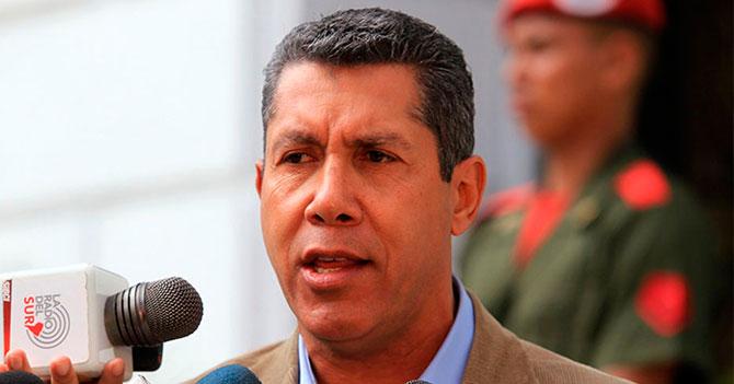 Henri Falcón pide asilo en sede del PSUV