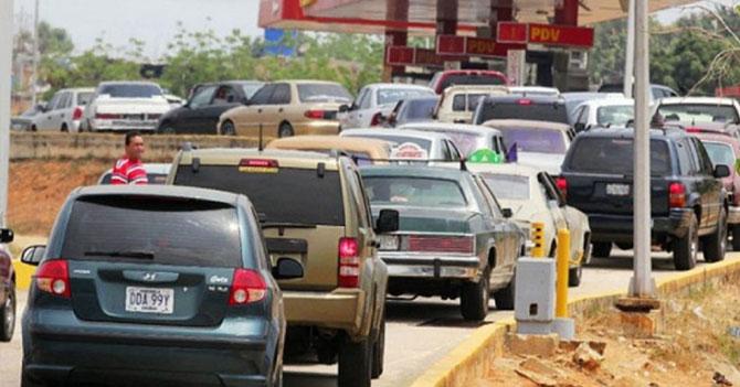 Escasez de gasolina número 8582757723 genera escasez de chistes sobre escasez de gasolina