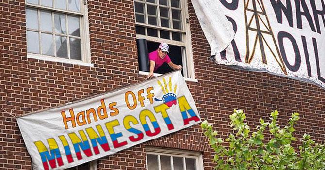 "Miembros de Code Pink exigen respeto ""al presidente constitucional de Minnesota"""