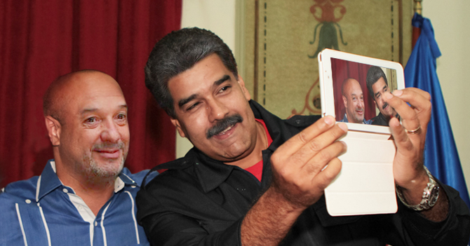 Maduro se toma selfie con Simonovis y no se da cuenta