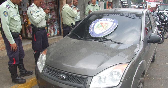 Ladrón devuelve carro robado tras darse cuenta que tiene atorado un CD de Franco De Vita