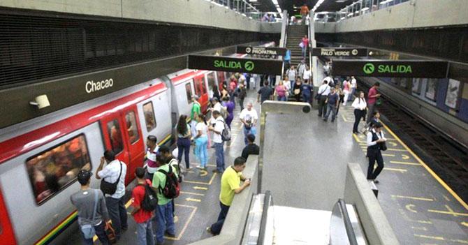Metro de Caracas se detiene al darse cuenta de que pasajero iba a llegar a tiempo a su destino