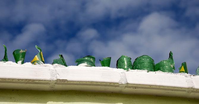 Señor que inventó poner picos de botella en muros de la casa gana Premio Nacional de Arquitectura