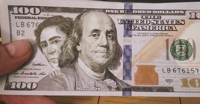 Bolívar abandona sus billetes y se arrima a Benjamin Franklin en billete de 100 dólares