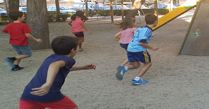 """Niños empiezan a jugar a """"SEBIN y diputado"""" en el recreo"""