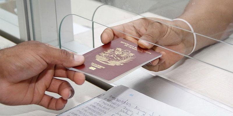 Joven descubre que es la persona con más suerte del mundo porque le llegó el pasaporte sin pagar a gestor