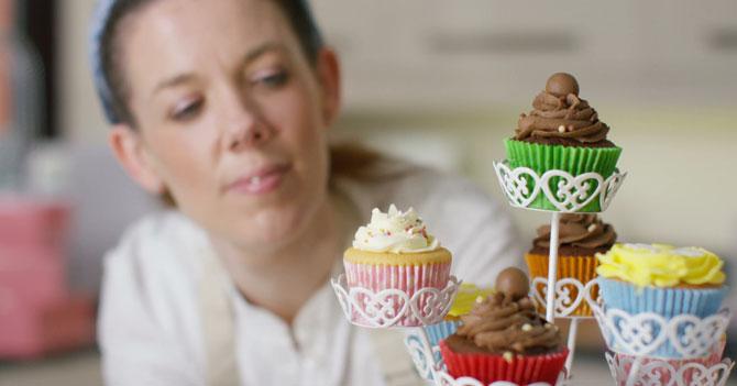 Chama que llega tarde a todo emprende en el negocio de los cupcakes