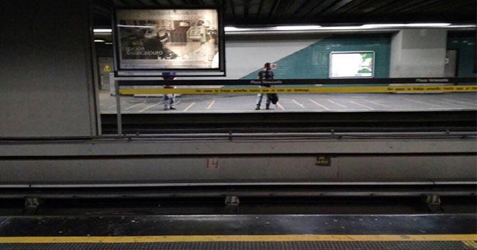 Metro de Caracas llega con retraso a su fiesta de cumpleaños