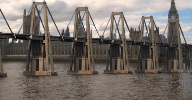 Puente sobre el Lago emigra a Londres y consigue trabajo sobre el Támesis