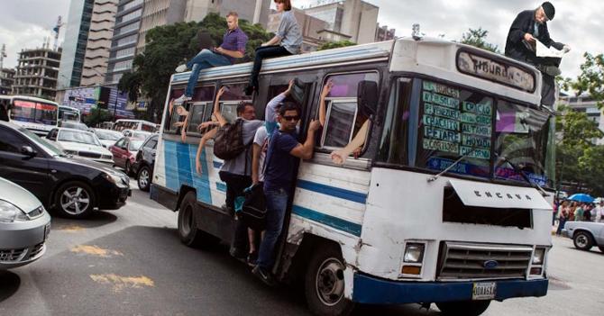 Autobusero rompe récord al lograr meter a 3500 personas en un Encava