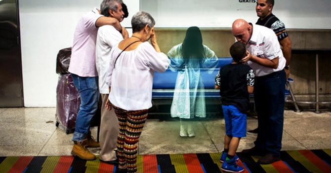 Familia despide en Maiquetía a fantasma de la niña de 1860 que vivía en cuarto de la abuela