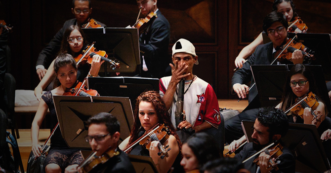 Malandro entra a la Orquesta Sinfónica de Venezuela silbando la pistola