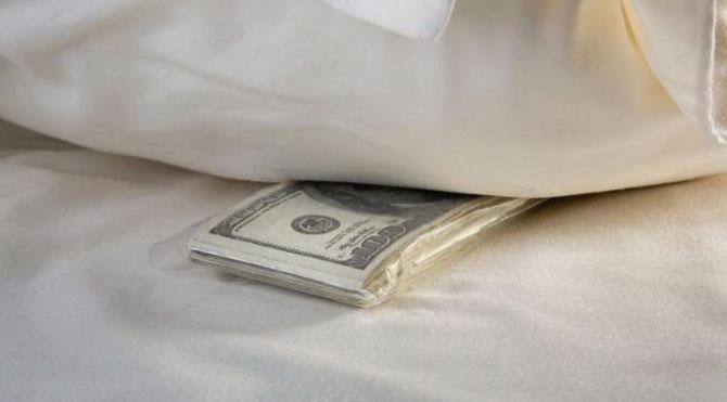 Hijo mantiene a su familia con dólares que deja Ratón Pérez en su almohada