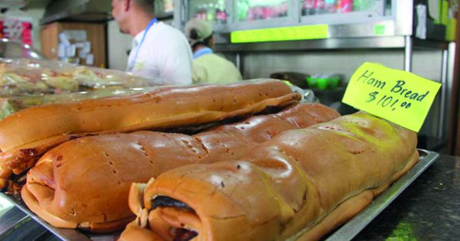 """Pan de Jamón vendido en dólares se mojonea y pide que lo llamen """"Ham Bread"""""""