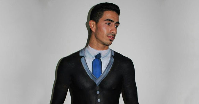 Precio de la ropa hace que joven empiece a usar bodypaint