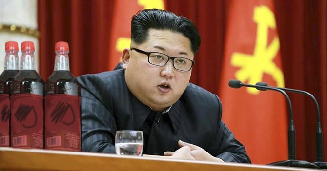 Kim Jong Un amenaza a EEUU con enviar botellas de ron artesanal