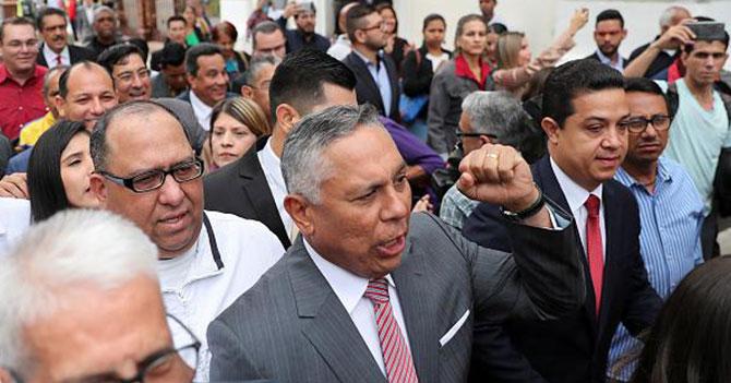 Chavistas celosos de que diputados de oposición estén siendo acusados de corrupción