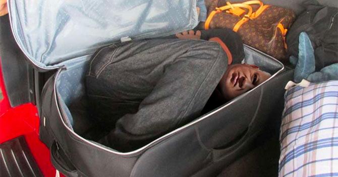 Diosdado se mete en maletas de Guaidó para poder viajar en su gira