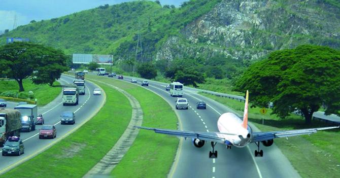 Avión de aerolínea venezolana se accidenta en la Autopista Regional del Centro