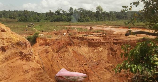 Gobierno repatria Piedra Kueka para tapar hueco dejado por minería ilegal en Canaima