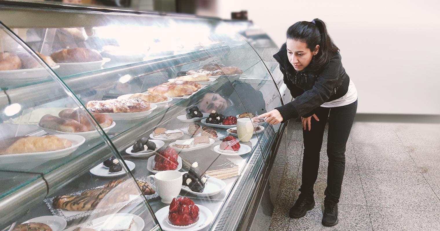 """""""¿Estos dulces son de hoy?"""" pregunta señora que le gusta que le mientan en panadería"""