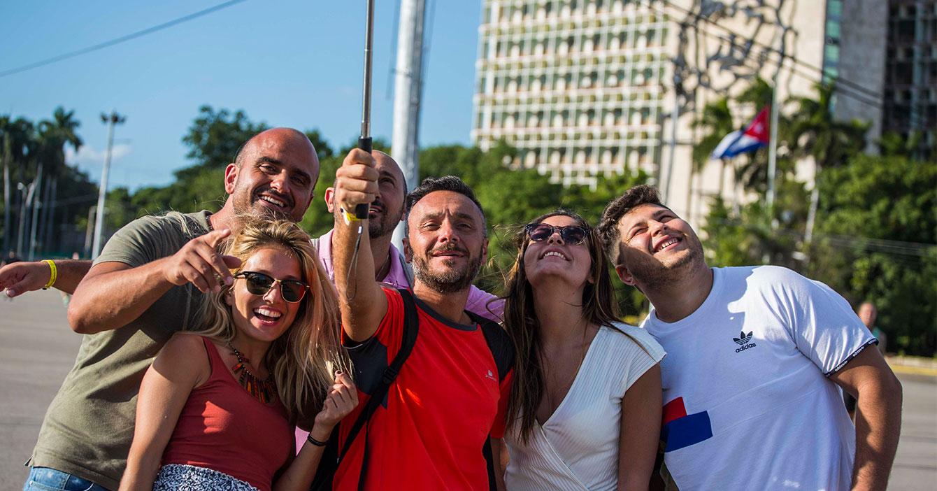 Activistas argentinos de visita en Cuba felices que crisis del coronavirus los agarró ahí