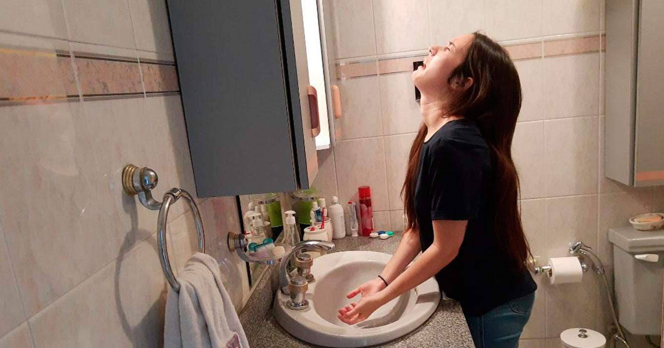 Cosas que puedes hacer para llorar y usar las lágrimas para lavarte las manos