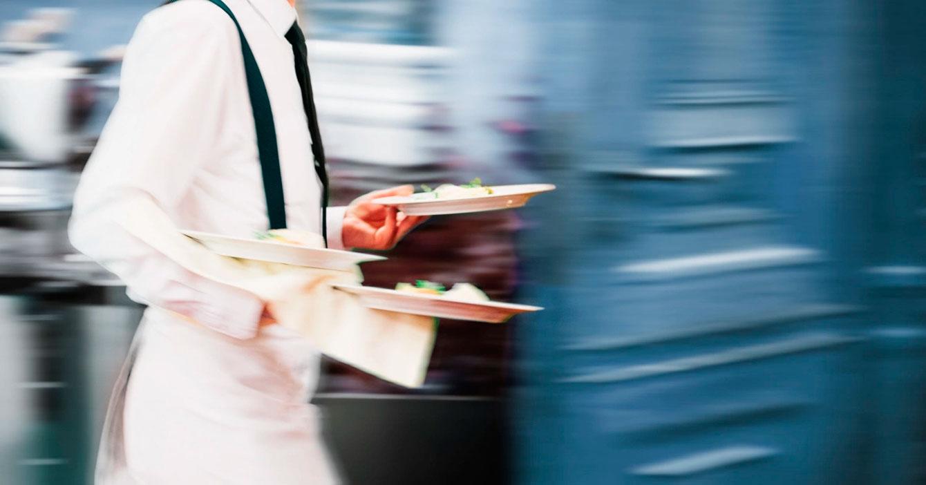 Nueva normalidad: Mesoneros en restaurantes solo escupirán 30% de la comida