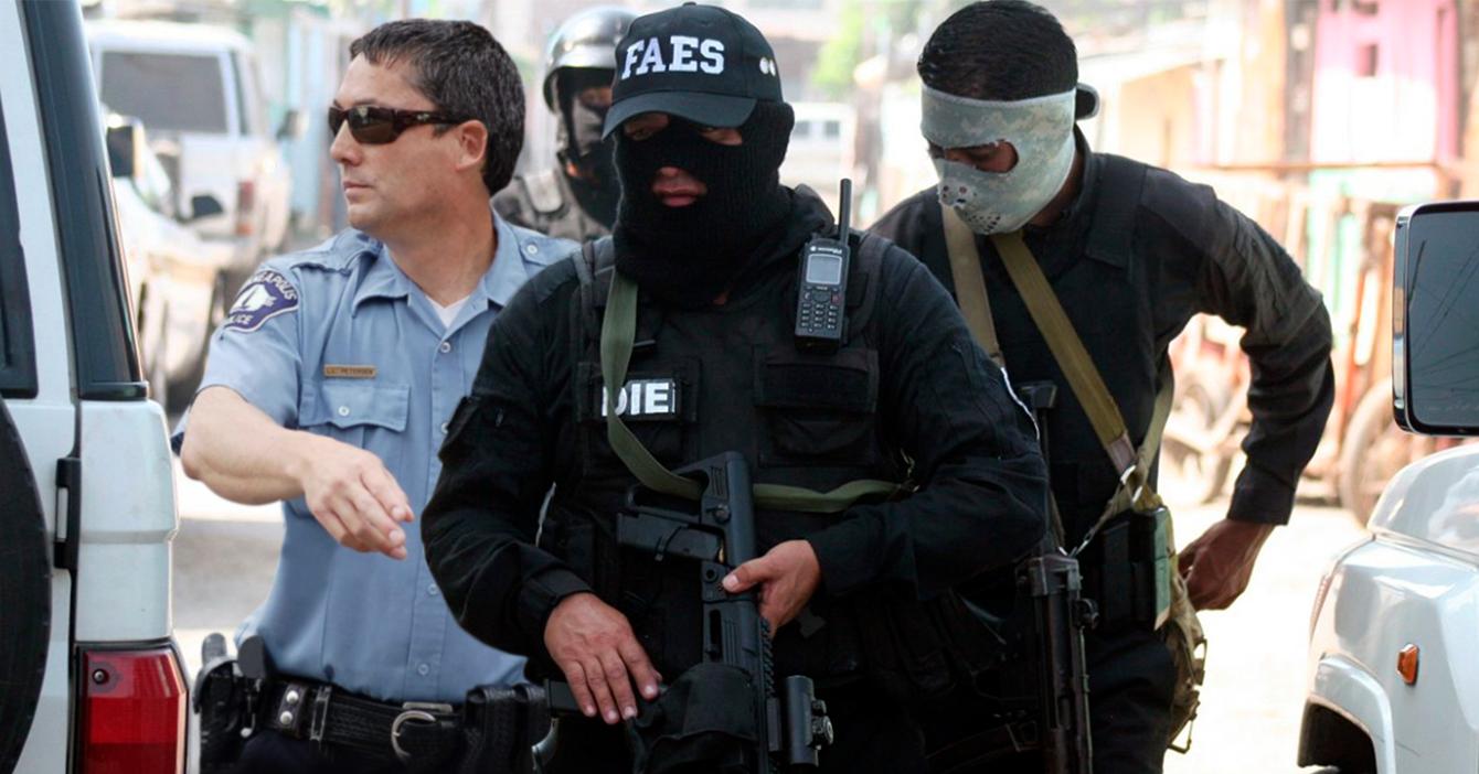 FAES ficha policía gringo