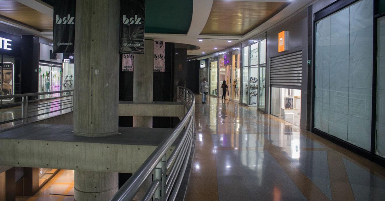 Gobierno autoriza a Centros Comerciales a trabajar si tienen luz o agua para hacerlo