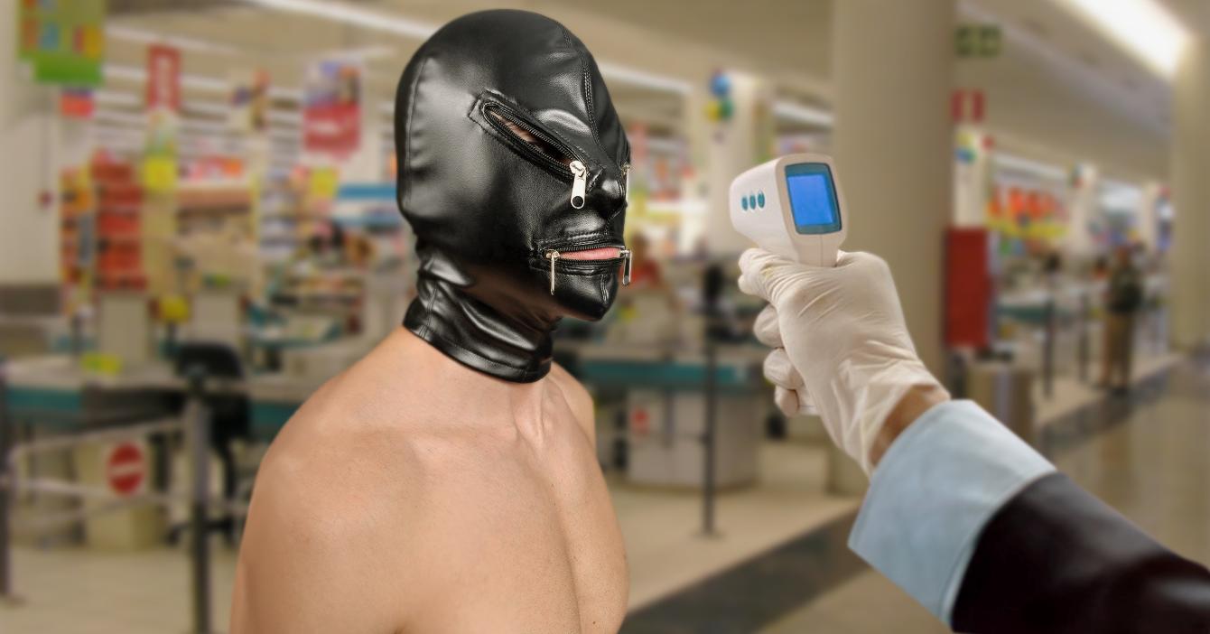 Supermercado permite entrada a sadomasoquista que usa máscara de cuero como tapabocas