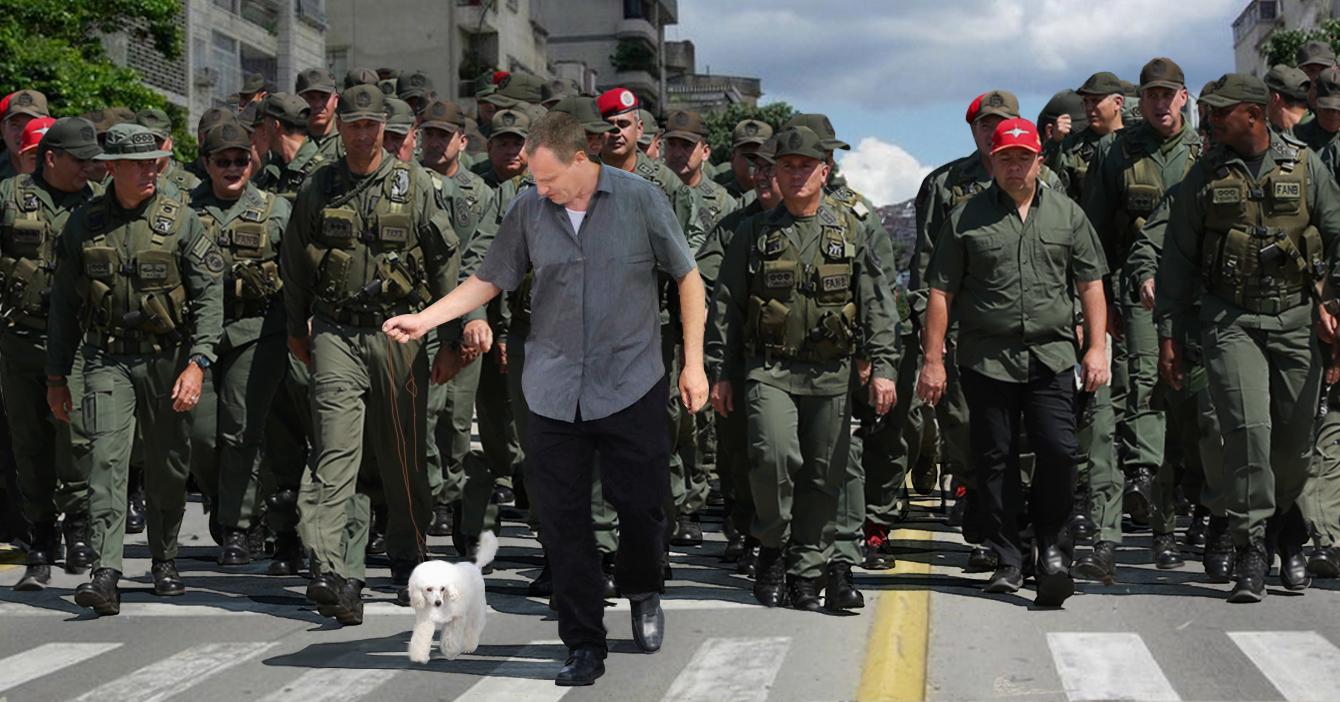 10.000 efectivos de la FANB vigilan a señor que salió a pasear a su poodle