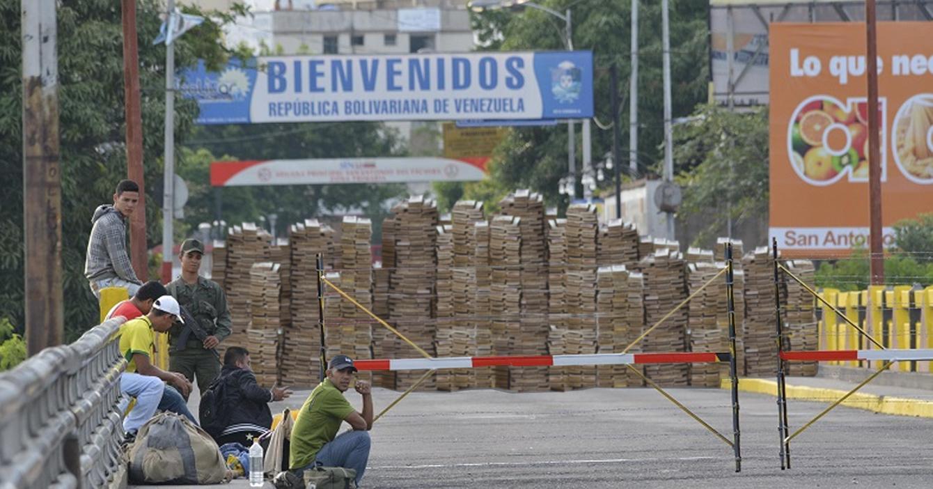 Gobierno construye muro de bolívares en la frontera con Colombia para evitar ingreso de venezolanos