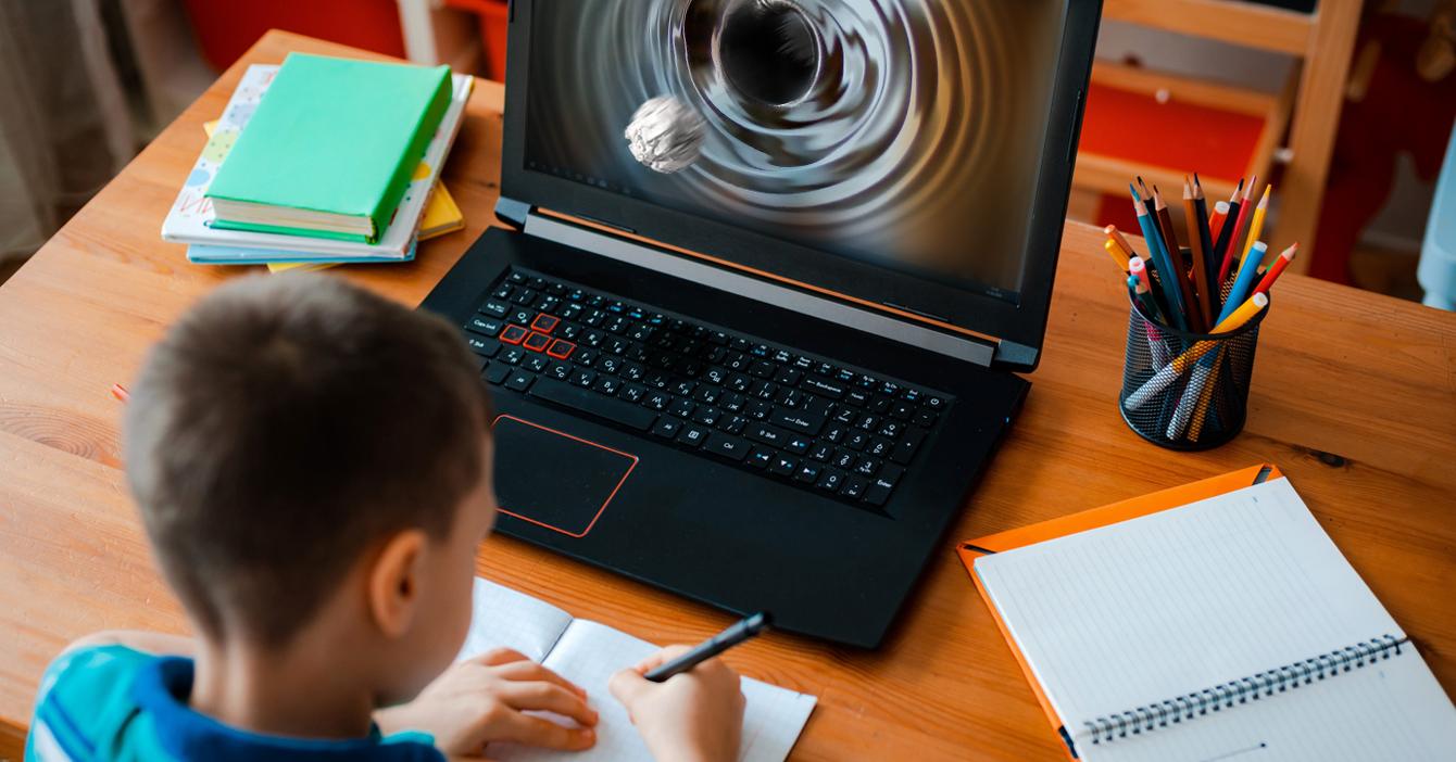 Taquito rompe las leyes de la física al viajar por el internet y pegarle a compañero de clase virtual