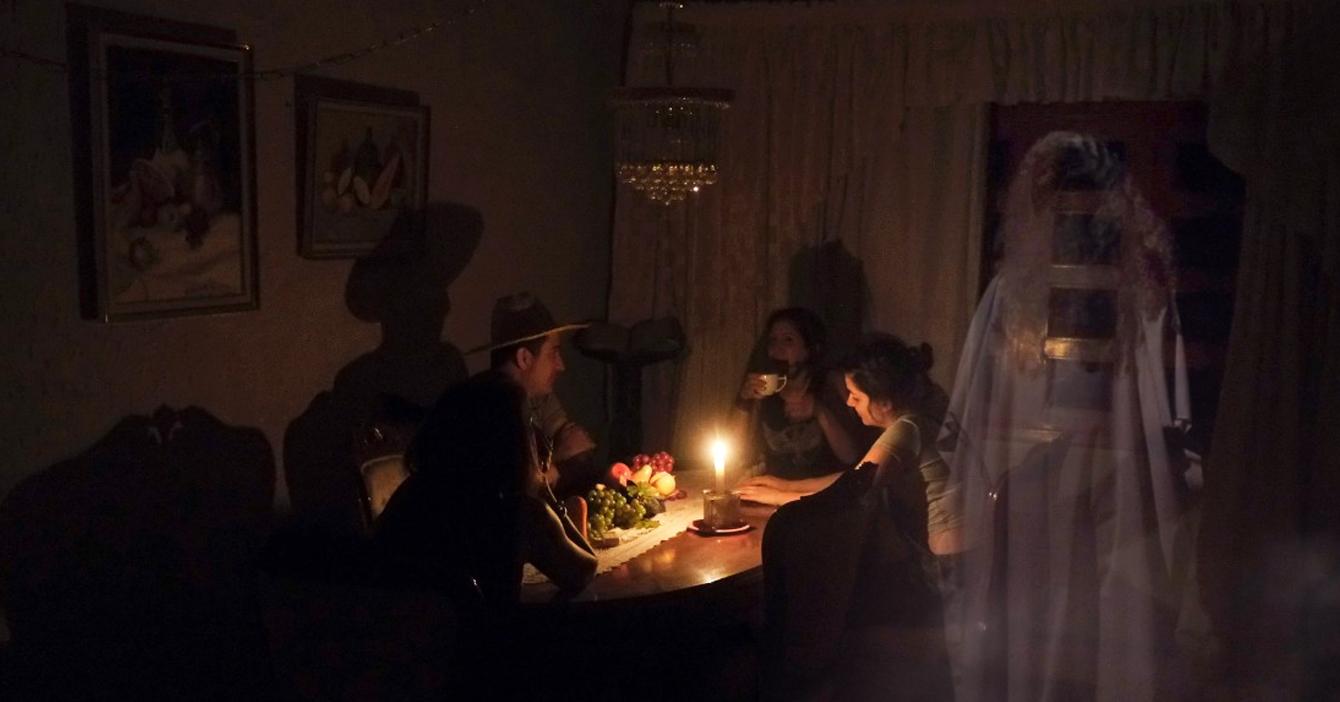 Fantasma se deprime porque Corpoelec no lo deja prender y apagar la luz