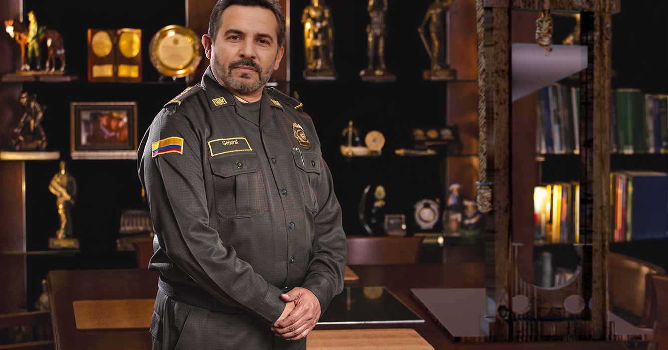 Policía que pasa al retiro se niega a entregar su guillotina de reglamento