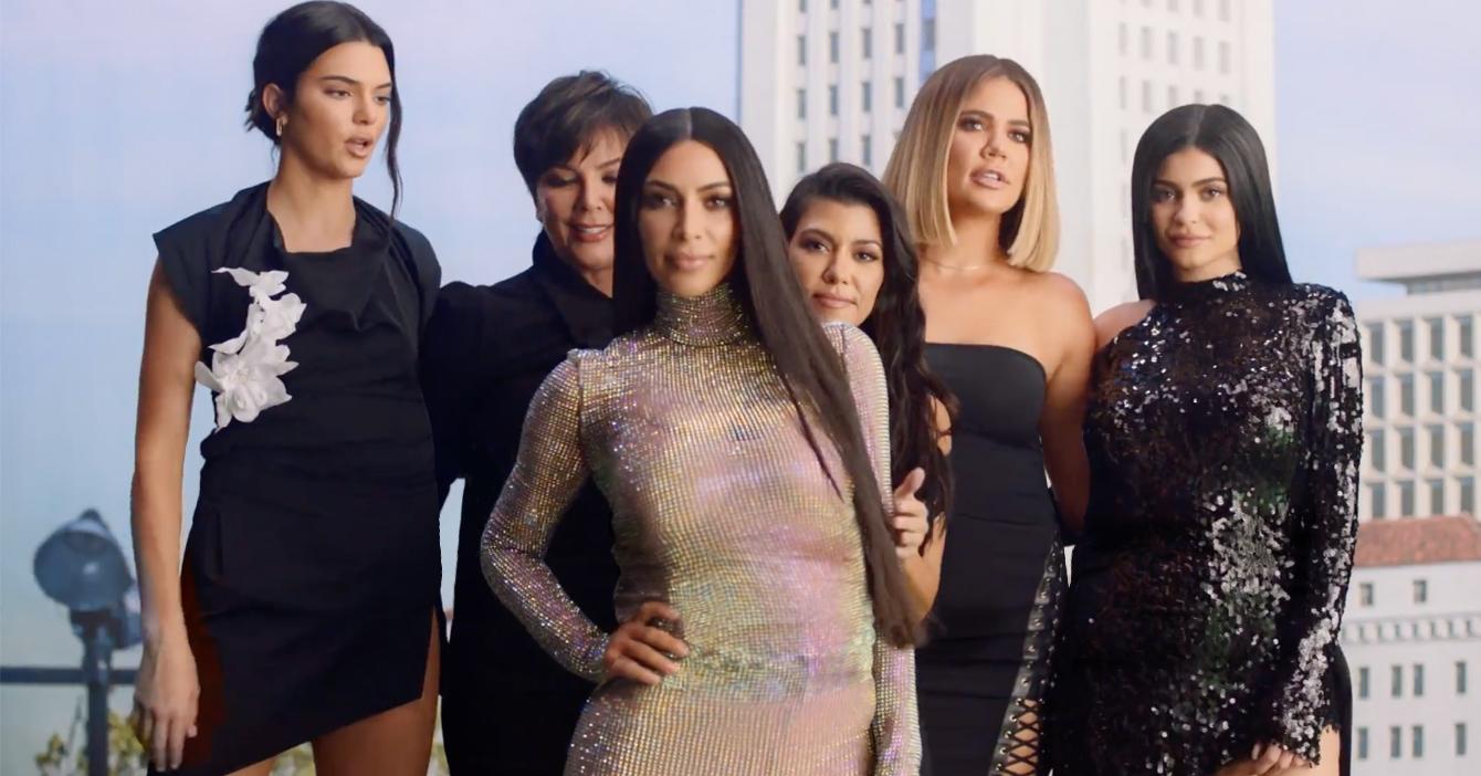Tras 14 años las Kardashians dejan de meter la barriga