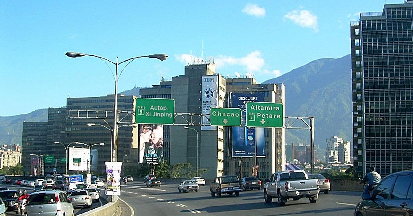 Para descolonizar Venezuela, gobierno cambia nombre de autopista Francisco Fajardo a Xi Jinping
