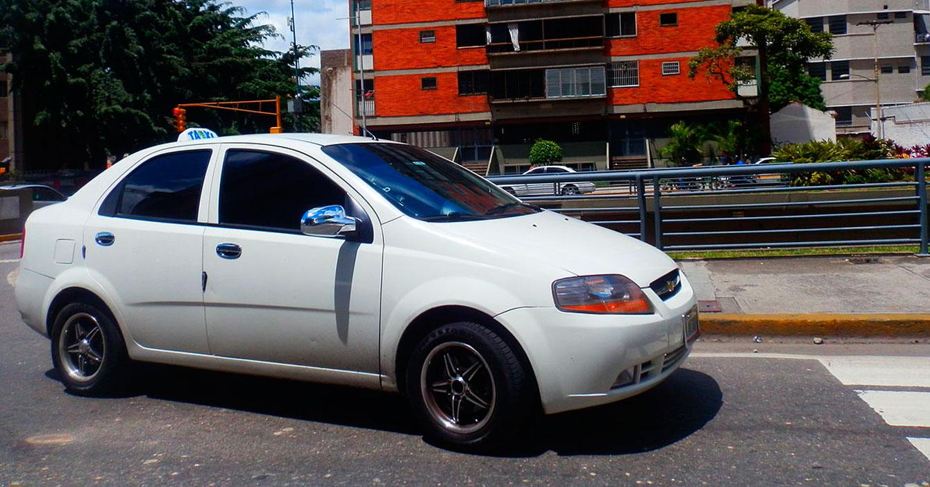 Joven usa su dinero para emigrar en taxi Caracas - Coro