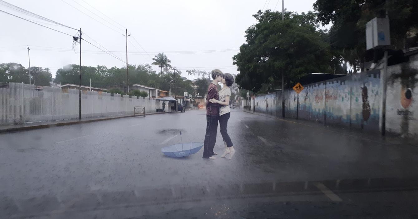 Pareja que se besa románticamente bajo la lluvia no sabe que viene una vaguada