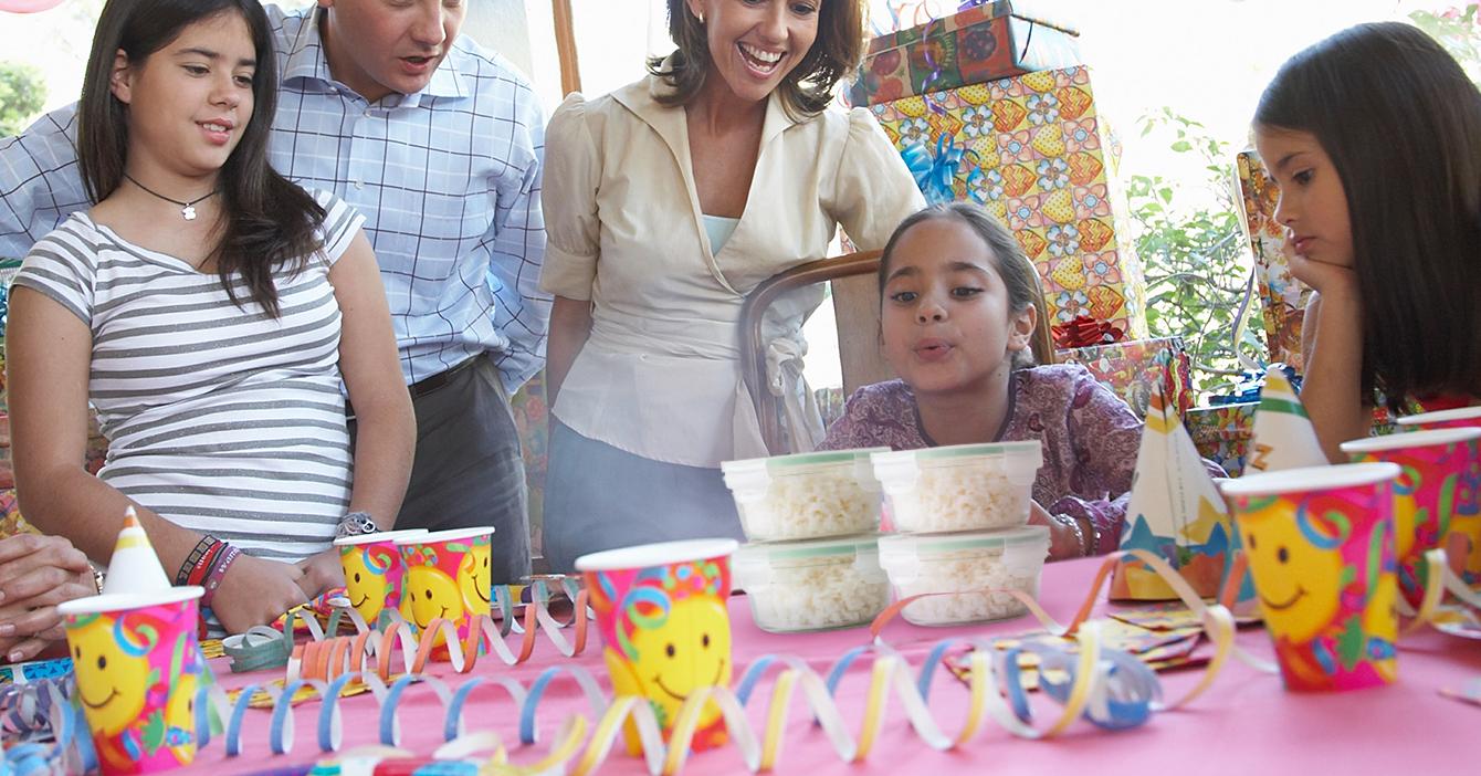 Familia celebra el cumpleaños de arroz que sobró hace 365 almuerzos atrás