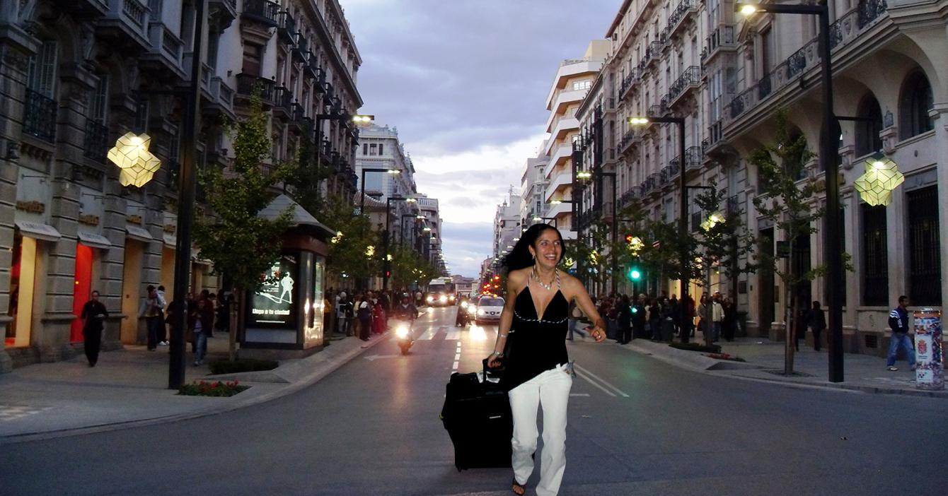 Señora llega hasta Madrid corriendo con las maletas