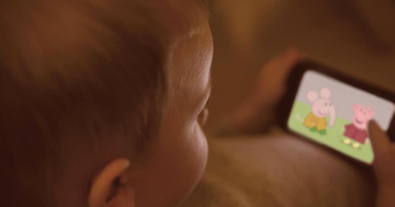 Bebé decepcionado porque papás terminaron temporada de Peppa Pig sin él